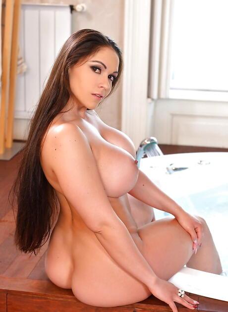 Wet Nude Girls Pics