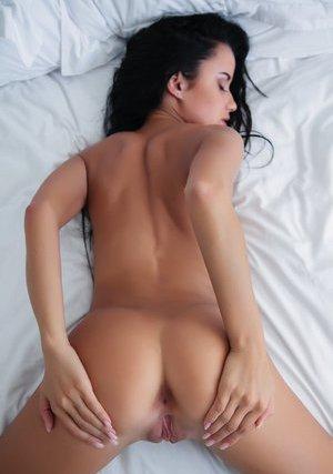 Brunette Pussy Pics